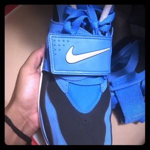 Size 9.5 blue air max turf with free hoodie XL